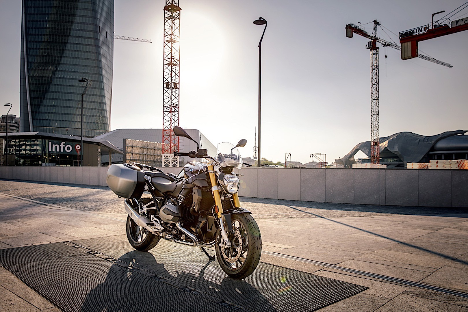 bmw r 1200 r black edition is an italian thing only 12