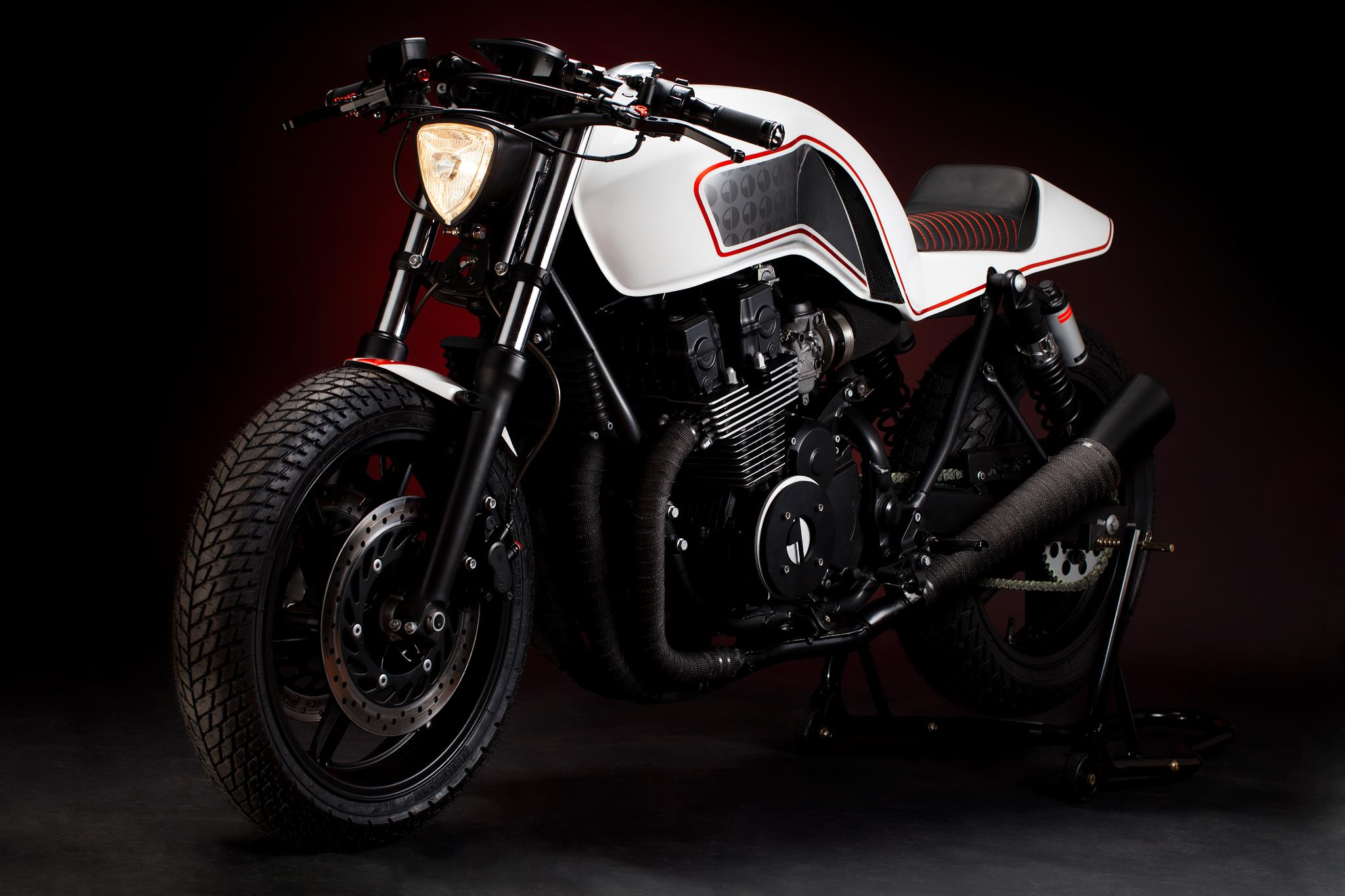 gravedigger-an-amazing-custom-honda-cb750-photo-gallery 5